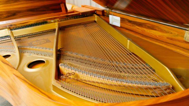 グランドピアノの弦